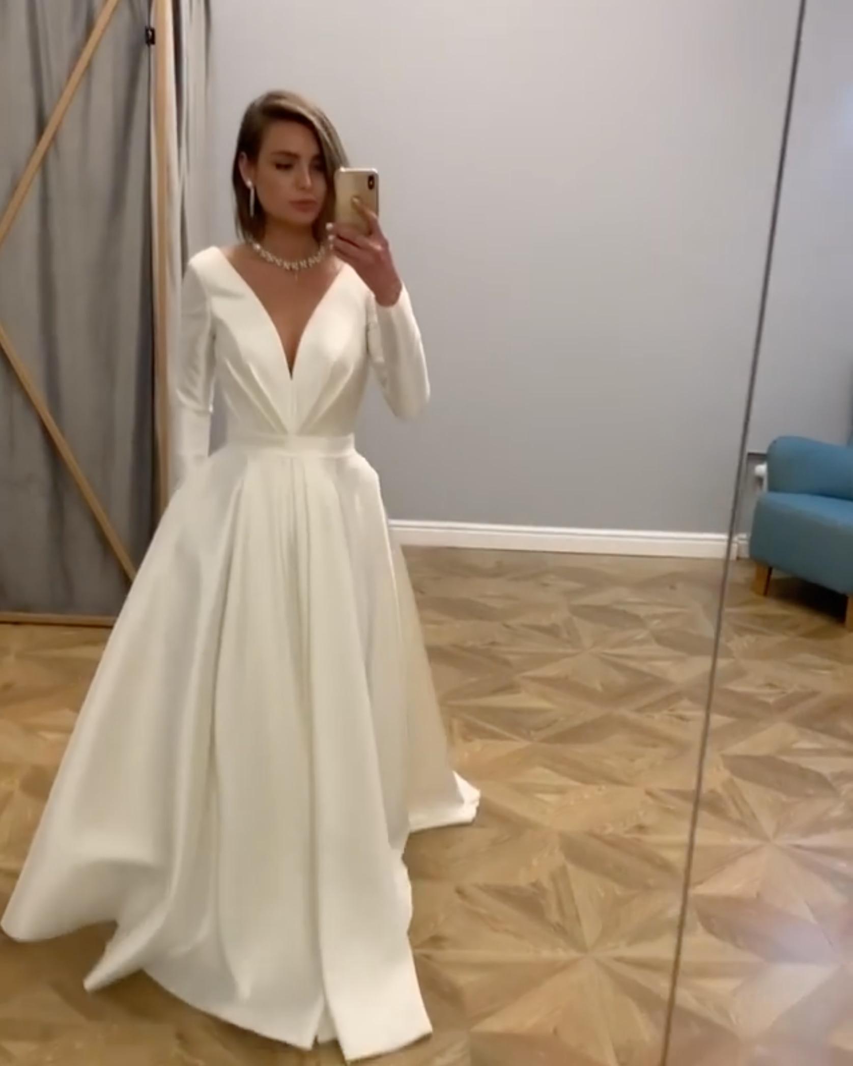 Modest Long Sleeve White Wedding Dress A Line Sexy Deep V Neck Simple Satin Plus Size Custom Summer Beach Brdial Gowns