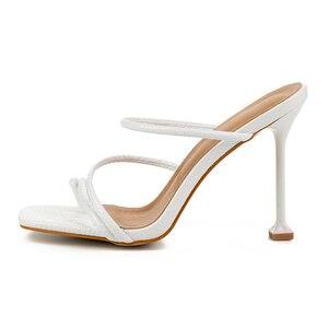 Image 5 - Rxemzg kadın terlik yaz açık flip flop kadın kare ayak yüksek topuklu terlik ayakkabı kadın seksi yılan baskı bayanlar sandalet