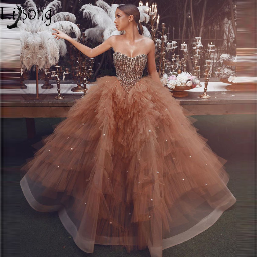 Amazing Beaded Champagne Ball Gown Prom Dresses 2019 Unique Tiered Tulle Pearls Heart Arabic Evening Dress Gown Vestidos de gala