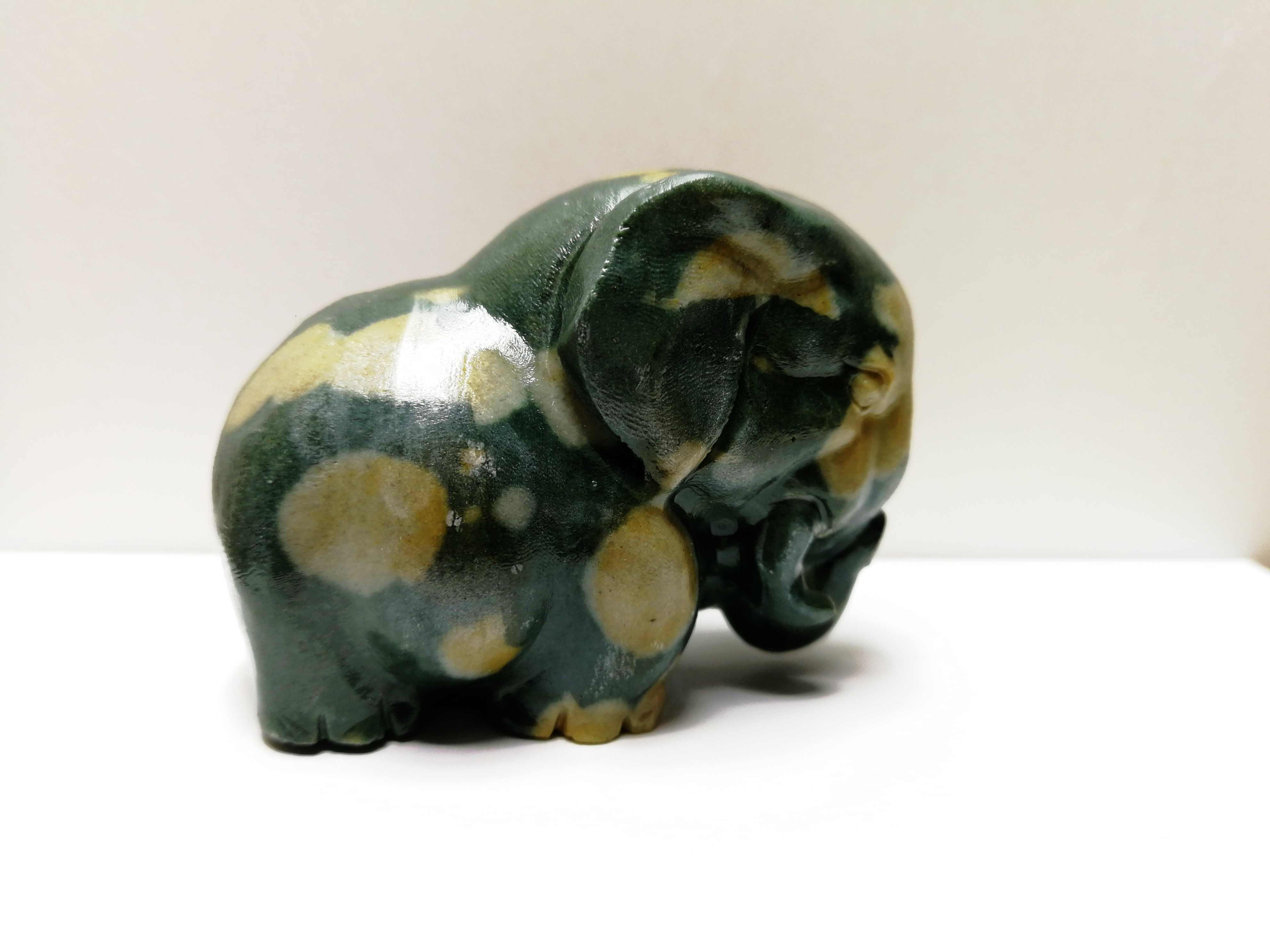 169.8 Gnatural Hijau Opal Kristal Diukir dengan Tangan Gajah Ukiran Sihir Batu Energi
