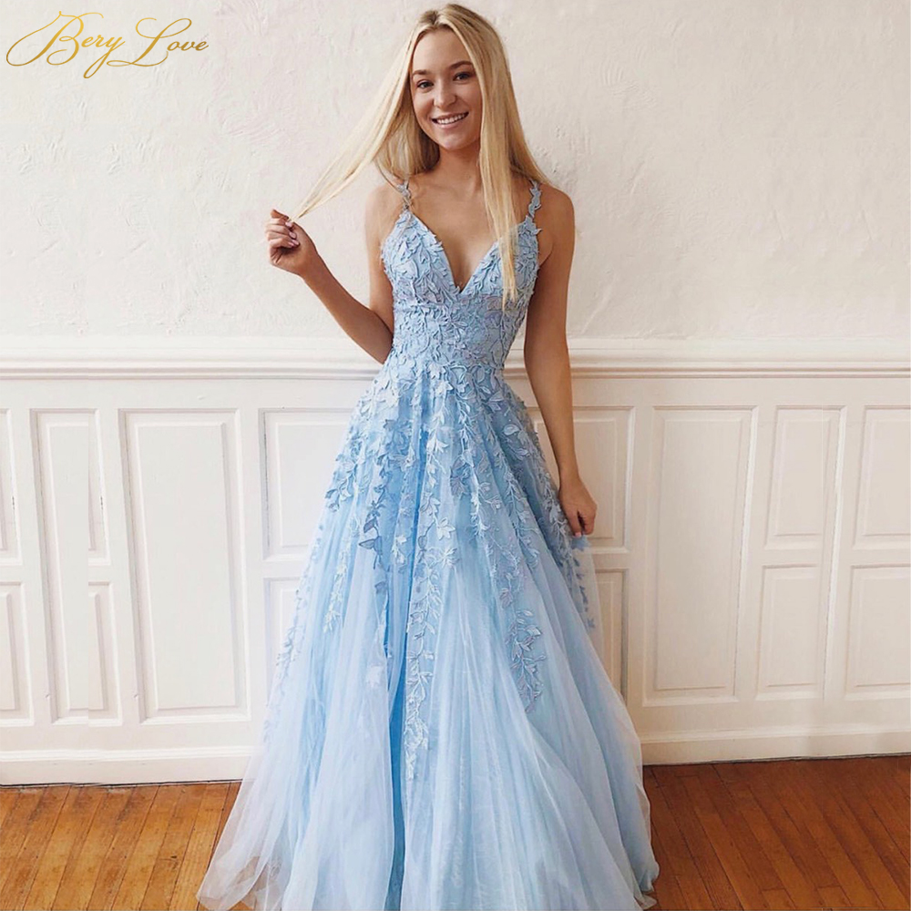 BeryLove Sexy Light Blue Evening Dress 2019 Deep V Long Prom Gown Full Appliqued Lace Vestido Tulle Spaghetti Straps Formal Gown