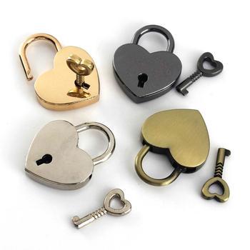 1 szt Kształt serca Vintage Metal Mini kłódka torba walizka pojemnik na bagaże klucz kłódka z kluczem tanie i dobre opinie CN (pochodzenie) DM260A Kłódki Keyed 39 x 30mm