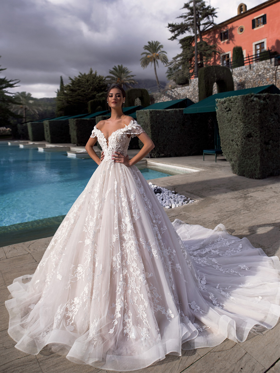 Traugel Wedding-Dresses Traugel-Off-The-Shoulder Plus-Size Bridal-Gown Cathedral-Train