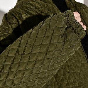 Image 5 - LANMREM PLaided bawełny wyściełane nowy zielony kolor płaszcz z długim rękawem luźny krój kobiety parki moda fala nowa jesienna zima 2020