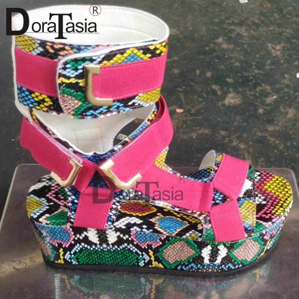 DORATASIA Neue frauen Gladiator Sandalen Damen Flache Plattform Bunte Schuhe Frau Casual Strand Sommer Sandalen Große Größe 35-43