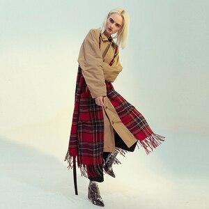 Image 2 - [EAM] kobiety Plaid Tasses obie strony nosić duży rozmiar wykop nowa z klapami z długim rękawem luźny krój wiatrówka moda wiosna 2020 1M976