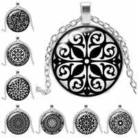 2019 New Hot Fashion Black Pattern Flower Kaleidoscope Necklace Round Glass Convex Round Kaleidoscope Necklace Sweater Chain
