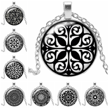 2019 New Hot Fashion Black Pattern Flower Kaleidoscope Necklace Round Glass Convex Sweater Chain