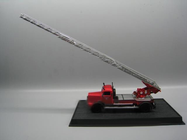 rare Special Offer 1:64 German 1944 <font><b>L4500</b></font> Ladder Fire Engine Alloy Collection Model The ladder can rise and fall image