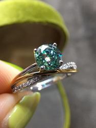 Classique 4 griffes taille brillant diamant Test 1 Carat 6.5mm rond vert Moissanite bague argent 925 Original pierres précieuses bagues de mariage