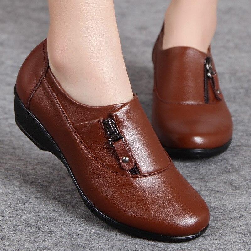 春のファッションの革女性が母の靴ソフトボトムアンチスリップ快適なウェッジカジュアルシューズプラスサイズfashion women shoeswomen fashion shoeswomen shoes -