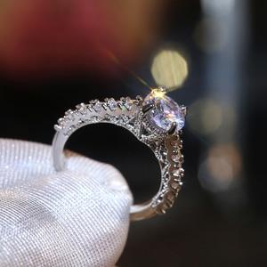 Image 2 - Huitan nowy zaprojektowane klasyczne 4 pazury cyrkonia wysokiej jakości olśniewający ślub ceremonia ślubna kobiety pierścień szlachetna biżuteria