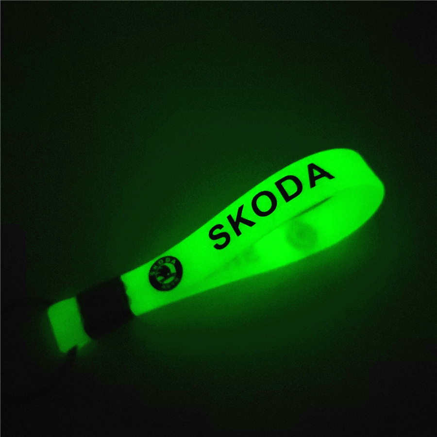 Luminous Green Car Keychain KeyRing For Skoda Octavia A 5 A 7 2 Fabia Rapid Yeti Superb Accessories