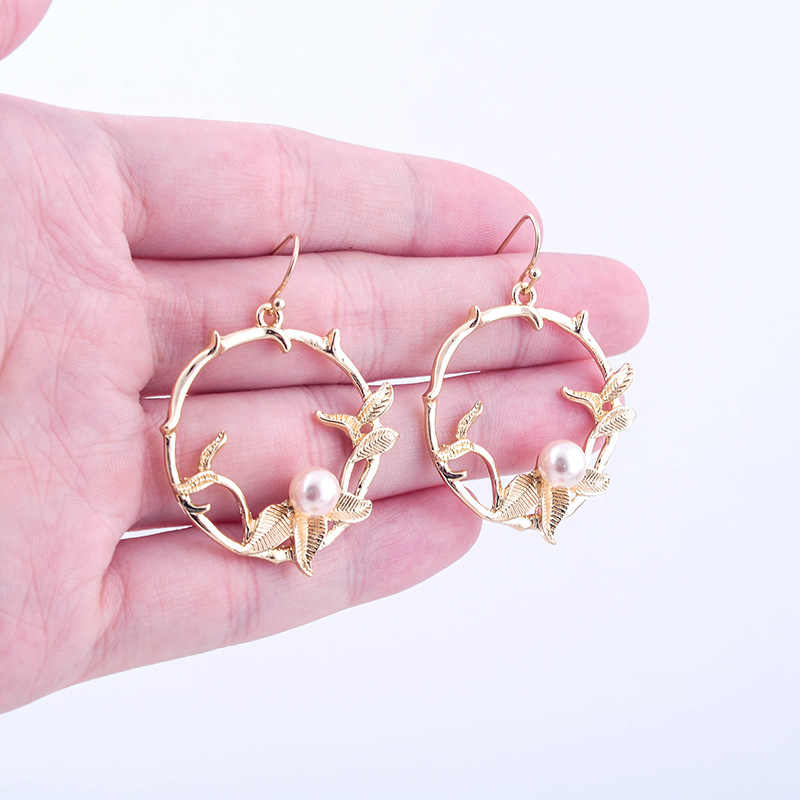 Korean Version Small Pure and Fresh Alloy Pearl Earrings Female Fashion Trend New Joker Ring Flower Earrings