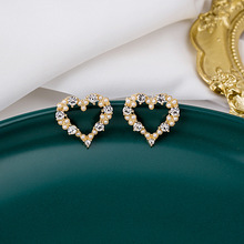 Korean Sweet Heart Shape Hollow Out Simulated Pearl Earrings for Women Eleagnt Gold Color Metal Shiny Rhinestone Drop Earrings