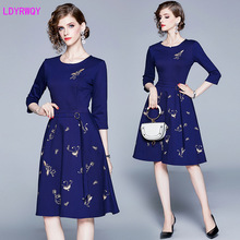 2019 new womens autumn and American style solid color embroidered retro fashion slim seven-point sleeve long dress