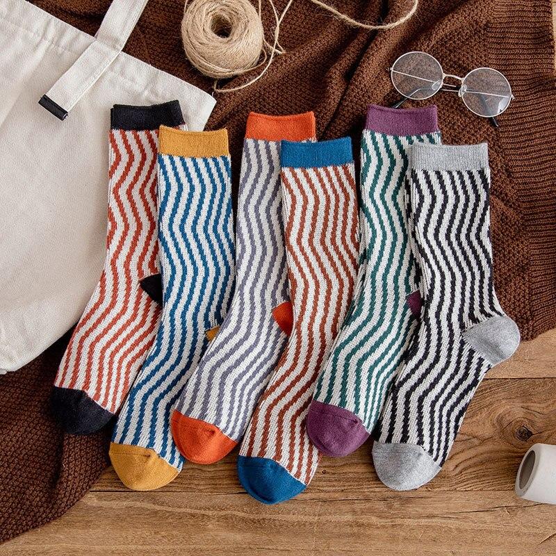 Harajuku New Women Socks Retro Stripe Wave Pattern Cotton Hosiery Fashion Spring and Autumn Girls' College Style Sox Hot Selling