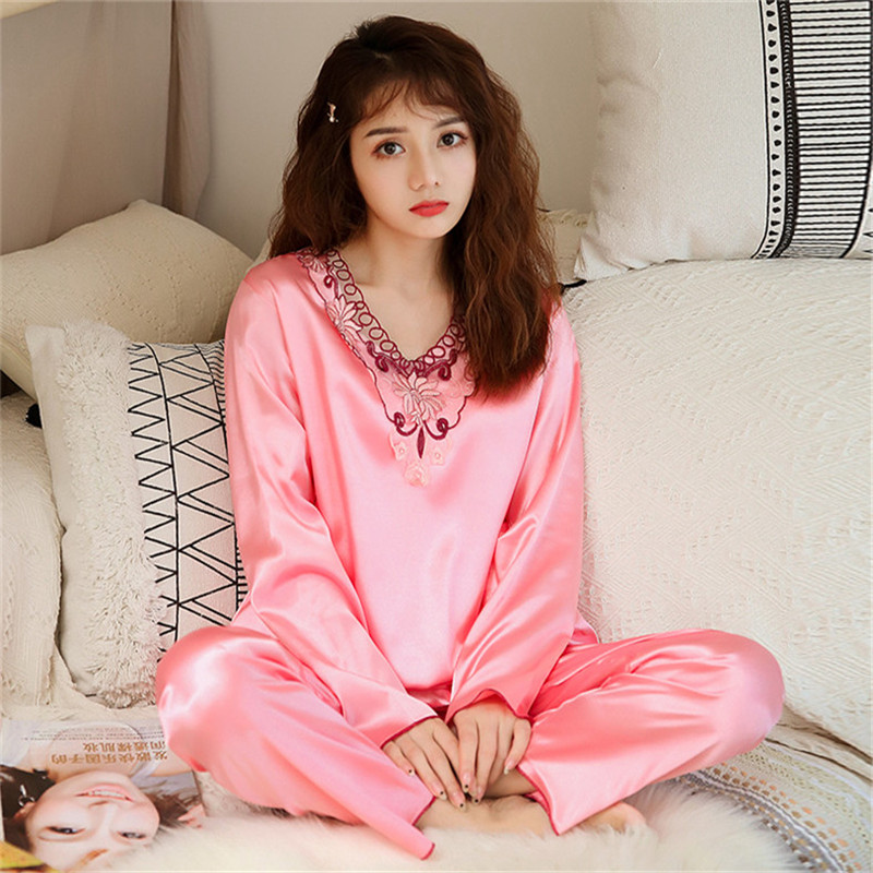 2020 Spring And Autumn Luxury Women's Sexy Satin Silk Pajamas Set Top + Pants Pajamas Hollow V-Neck Pajamas Women's Casual Wear
