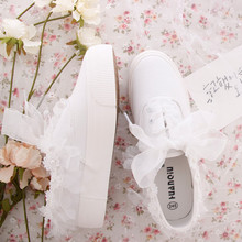 Fashion Sweet Lace Flower Sneaker with Pearl Womans Canvas Shoes