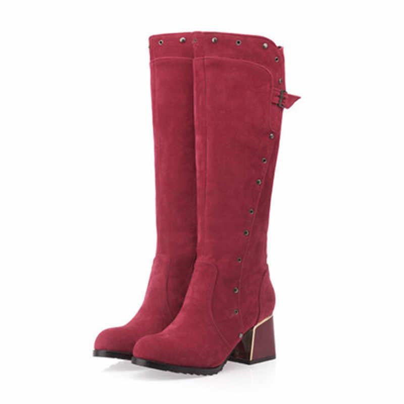 Новинка 2019 года; сезон осень-зима; женские высокие матовые ботинки на Высоком толстом каблуке с пряжкой и заклепками