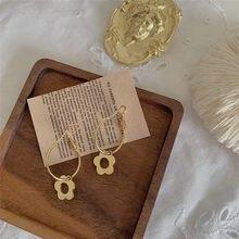 AOMU-pendientes de aro con flor para mujer, de Metal Simple y romántico, con planta hueca pequeña, para regalo de joyas de fiesta, Primavera, S925