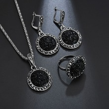 цена на New vintage crystal round jewelry features a feminine charm necklace and earrings in the color of black stylish party earrings