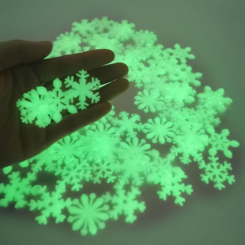 50pcs Christmas Luminous Snowflake Wall Sticker Glow In The Dark Christmas Snowflake For New Year Xmas Home Kids Room Wall Decor