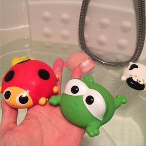 Juguete de baño flotante blando para niños, juguete de baño flotante blando con rociador de agua, Material seguro