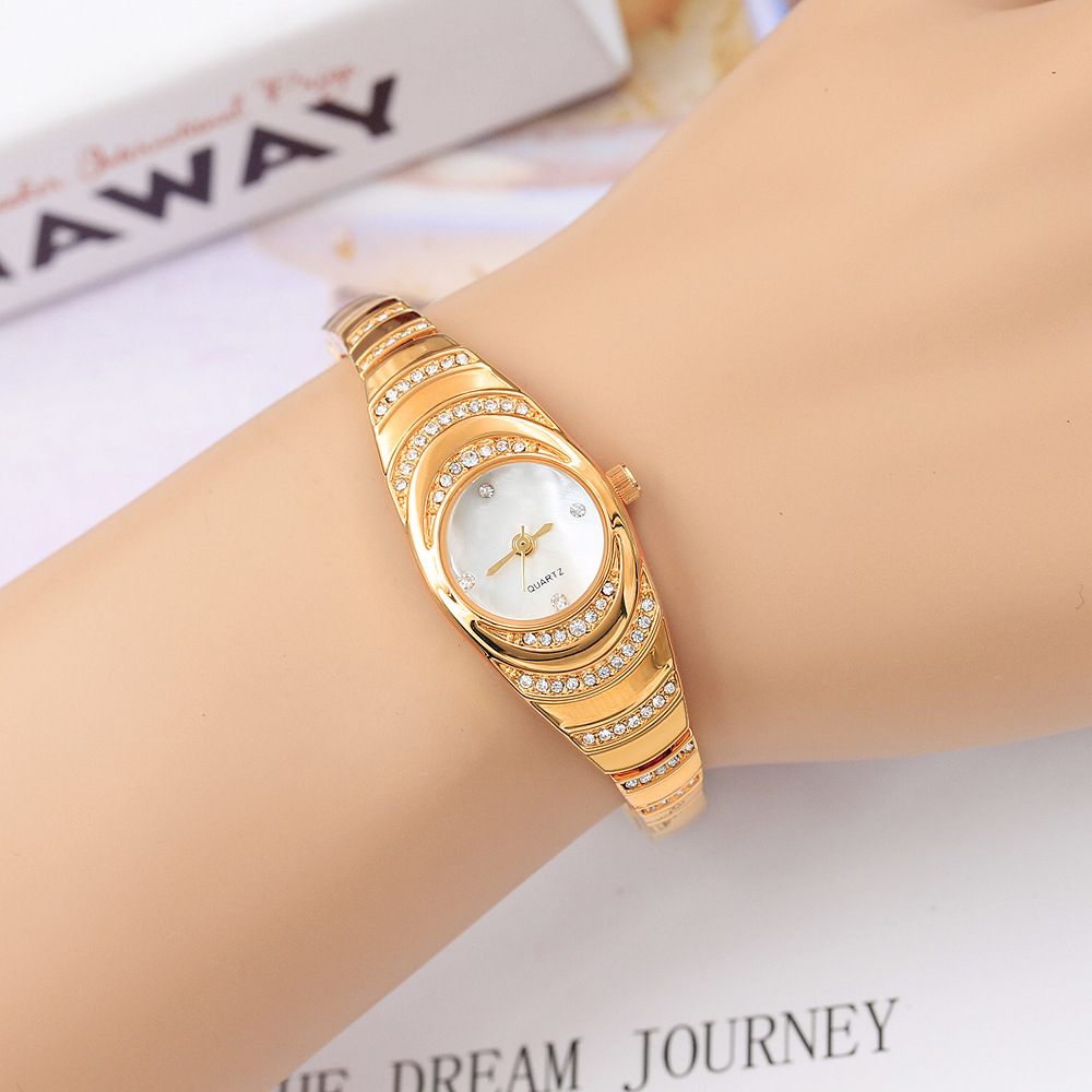 2019 New Fashion Mother-of-pearl Face Ladies Watch Bracelet-style Rhinestone No-scale Dream Pointer Elegant Student Woman Watch