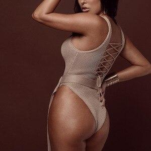 Женские вязаные комбинезоны QUEVOON, однотонные облегающие боди с открытой спиной и ремнем, пляжная одежда