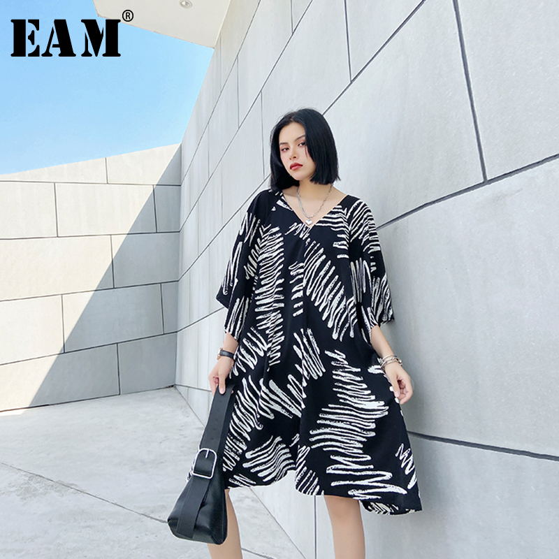 [EAM] Women Black Pattern Printed Big Size Dress New V-Neck Three-quarter Sleeve Loose Fit Fashion Tide Spring Summer 2020 1U486