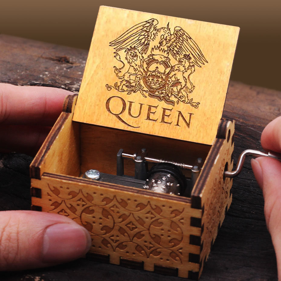 New Carved Queen Music Box Star Wars Game of Throne Castle In The Sky Hand Cranked Wood Music Box Christmas Gift - Цвет: Queen