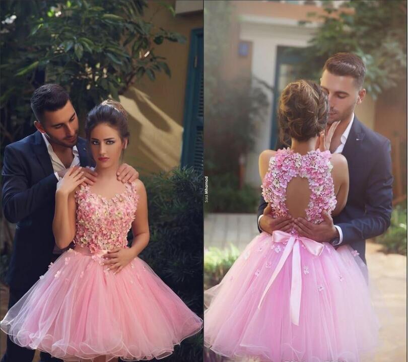Дешевые 2020 Новый розовый воротник хомутиком, без спины 3D цветок Изящные Вечерние платья с открытой спиной Короткие платья выпускного вечер