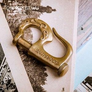 Image 3 - COPPERTIST.WU styl marynarski brązowy brelok prezent dla chłopaka Handmade P kształt wzorzyste modny haczyk ozdobny brelok do kluczyków do samochodu 0615