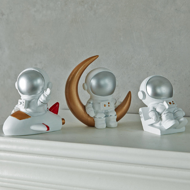 Nordic Style 3D Astronaut Figurines Home Decoration Crafts Moon Miniatures House Decor Planet Decorations for Kids Room Gifts 2