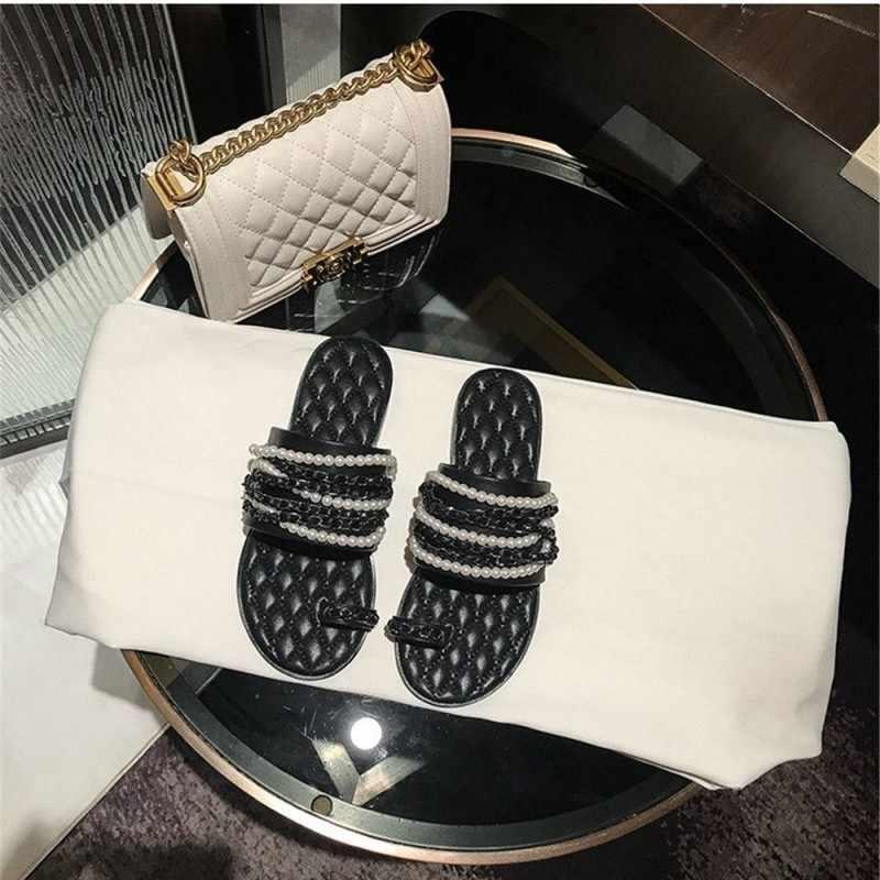Yaz yeni terlik kadın düz Flip flop marka inciler Metal zincir açık ayak slayt üzerinde kayma yumuşak ayakkabı hakiki deri terlik