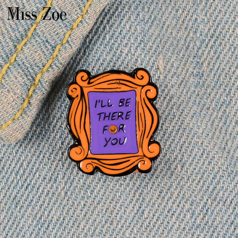 Друзей эмали штырь пользовательские Моники расположены двери броши для рубашка с лацканами сумка старые любимые значок Забавный подарок ю...