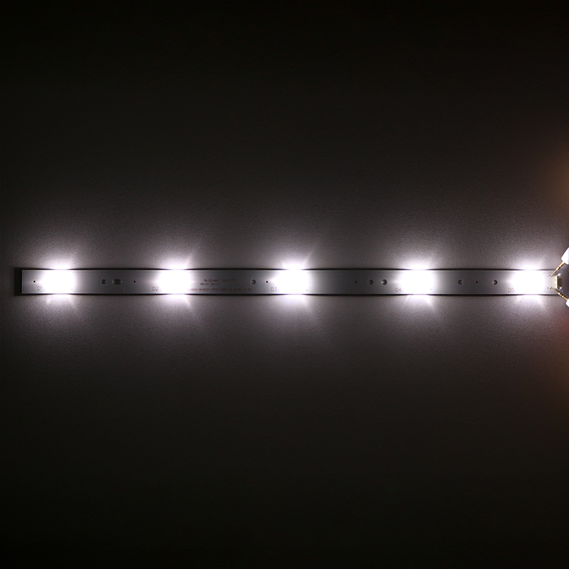 8Pieces/lot   FOR  Skyworth   43E3500 43E3000 43X5 TV Light Strip 5800-W43001-3P00/5P00    40.2CM  3V  100%NEW