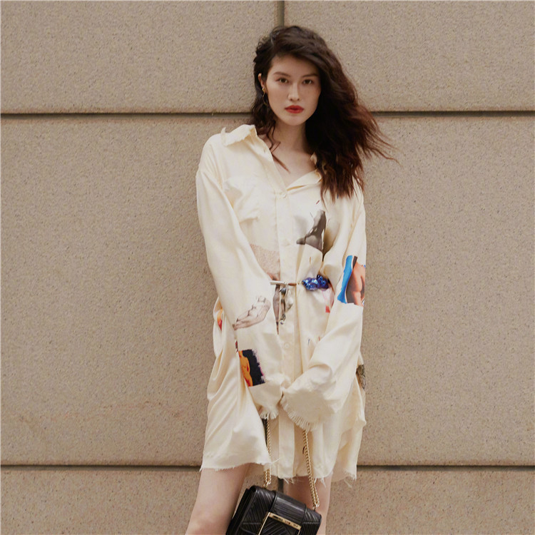 In The Early Autumn of 2019 New-autumn New-ear Star and Same White Print Shirt Dress Single-row Button Long-shirt Women