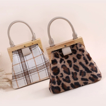 Vintage Plush Leopard Women Handbag Fashion Wool Plaid Shoulder Messenger Bag Designer Wooden Clip Evening Mobile Phone