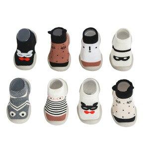 Nowonarodzone buty dla chłopców dziewczęta szopka skarpetki buty pierwsze spacery miękka gumowa podeszwa elastyczne antypoślizgowe skarpetki podłogowe buty 6-36 miesięcy