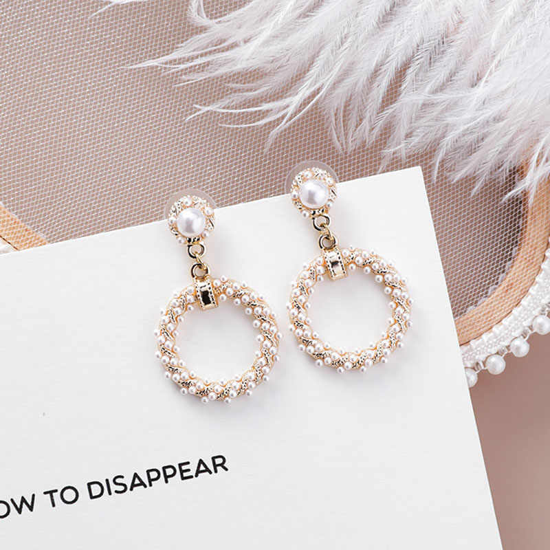 Twist Cincin Imitasi Mutiara Gantung Menjuntai Fashion Stud Earrings Korea Hollow Keluar Kontrak Vintage Elegan Wanita Anting-Anting