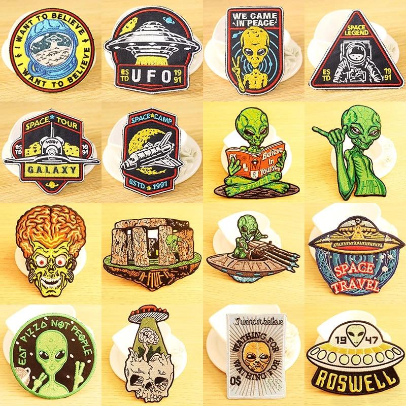 Gr/ün Alien Peace UFO bestickt Tuch Eisen auf Patch
