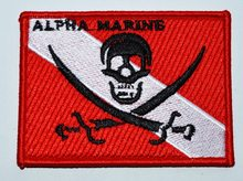 Caldo! Alpha Marine Scuba Diving Bandiera Pirata Patch di Ferro-on Jolly Roger Ricamato Diver Down Del Cranio (La Dimensione È di Circa 9*6.5 Centimetri)(China)
