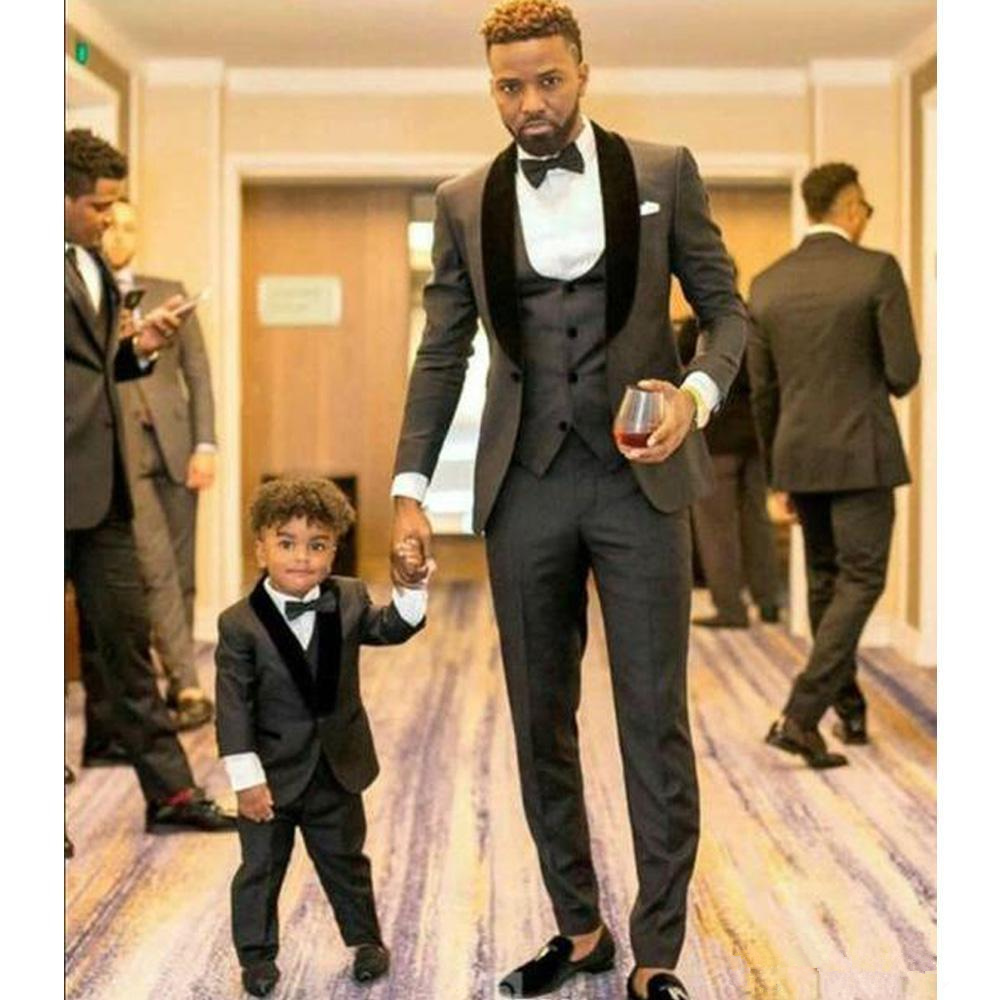 Handsome Charcoal Grey Shawl Lapel Groomsmen Groom Tuxedos Men Suits Wedding Prom Dinner Best Man Blazer(Jacket+Pants+Vest)