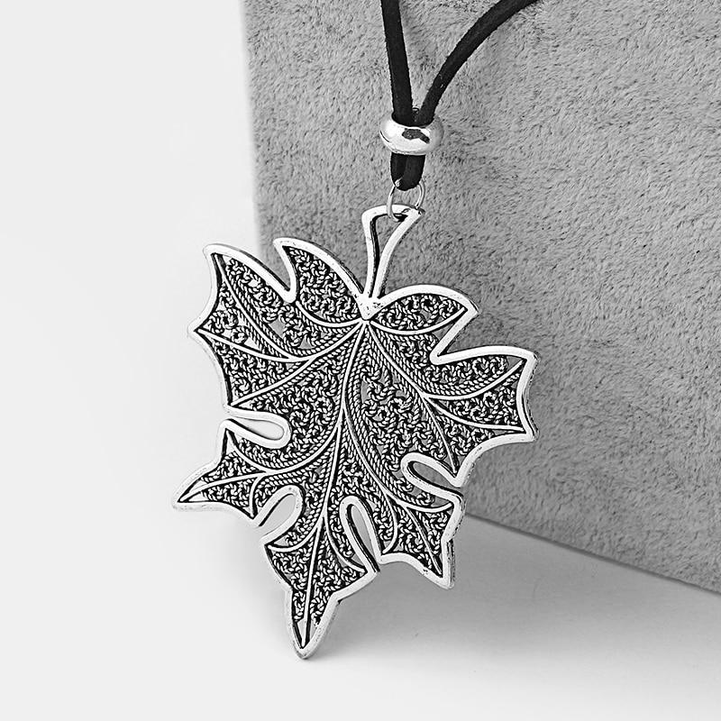 1PCS Vintage Silver Large  Hollow Filigree Maple Leaf  Pendants Velvet Cord Necklace Choker