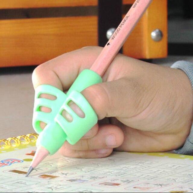 Two-Finger TPR Matita E Della Penna Del Supporto di 3 Pezzi Di Scrittura di Formazione Strumento di Correzione Penna In Possesso di Scuola Elementare Staffa set Regalo 4