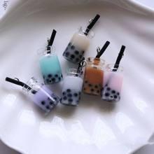5Pcs 3D In Miniatura Kawaii Perla Latte Tazza di Tè Pendenti Con Gemme E Perle In Resina Figurine Pendenti E Ciondoli per Monili del Mestiere di DIY Dell'orecchino Accessori Portachiavi