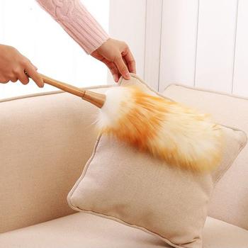 Lambswool Duster wisząca lina niestatyczna antypoślizgowa rękojeść z drewna miękka antypoślizgowa szczotka do domu zamiatanie Sofa meble urządzenia do oczyszczania tanie i dobre opinie wipe home sofa wicker chairs wall paintings white+yellow 33 5 cm(approx) 16 cm(approx)