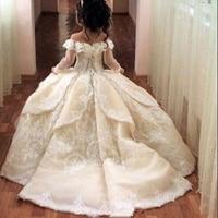 Gorgeous Off Shoulder Flower Girl Dresses For Wedding Sheer Long Sleeve Lace Applique Back Girls Pageant Gowns Princess Dresses